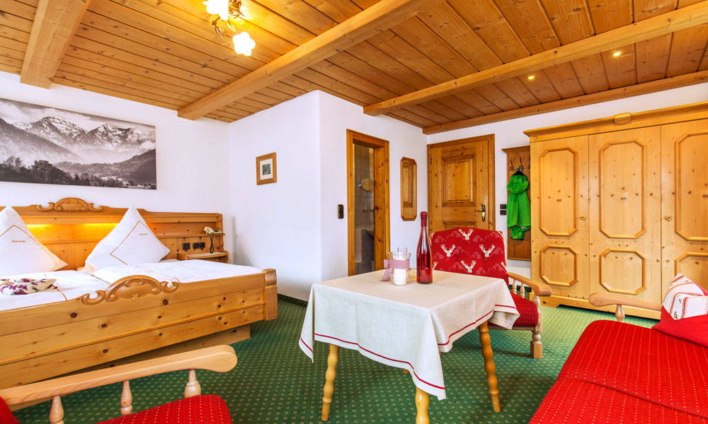 Unterkunft-Ruhpolding-Komfort 3-Bettzimmer mit Balkon